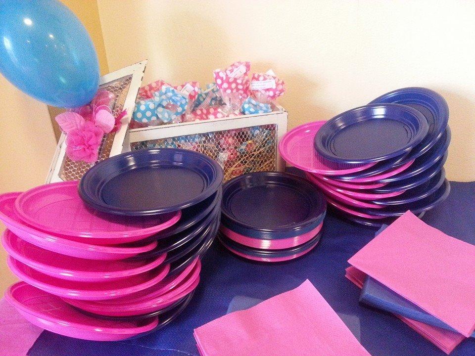 tavolo allestito per una festa