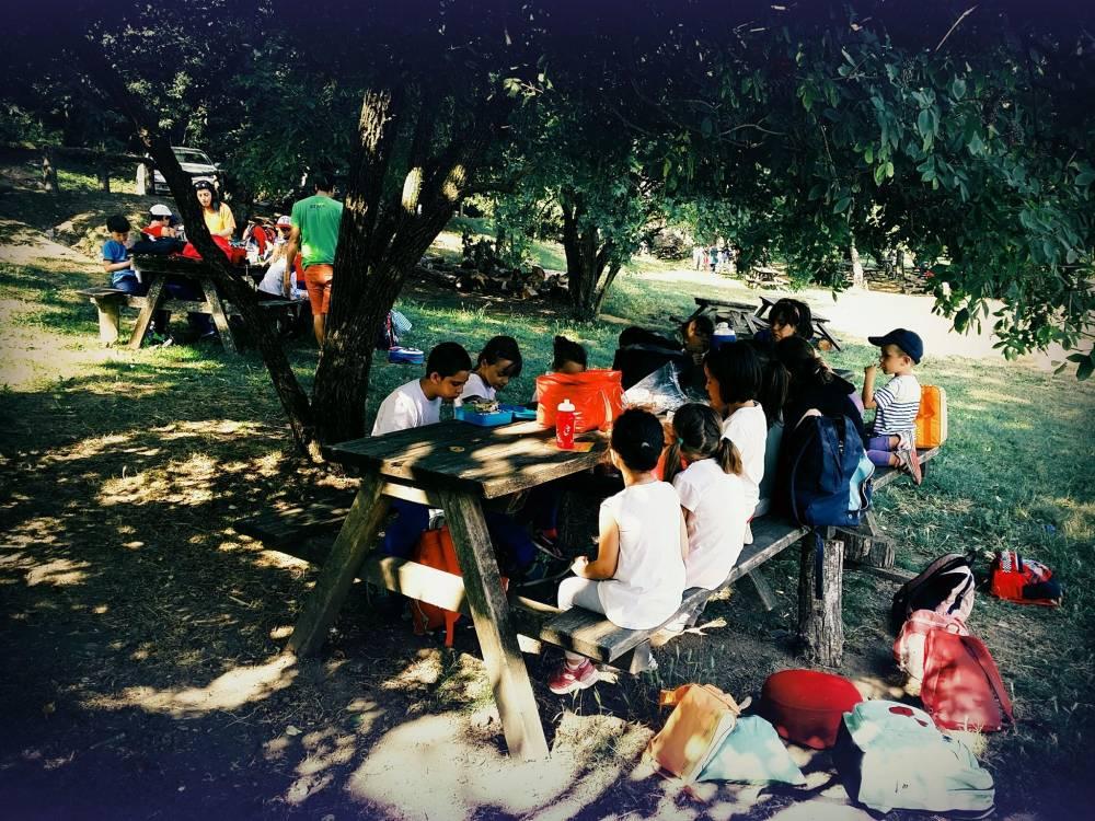 il pranzo dei bambini durante i campi solari a Pontedera organizzati da S.O.S Scuola
